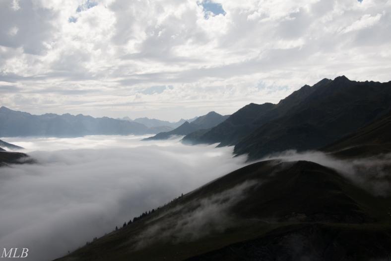 Nuages au dessus de la montagne